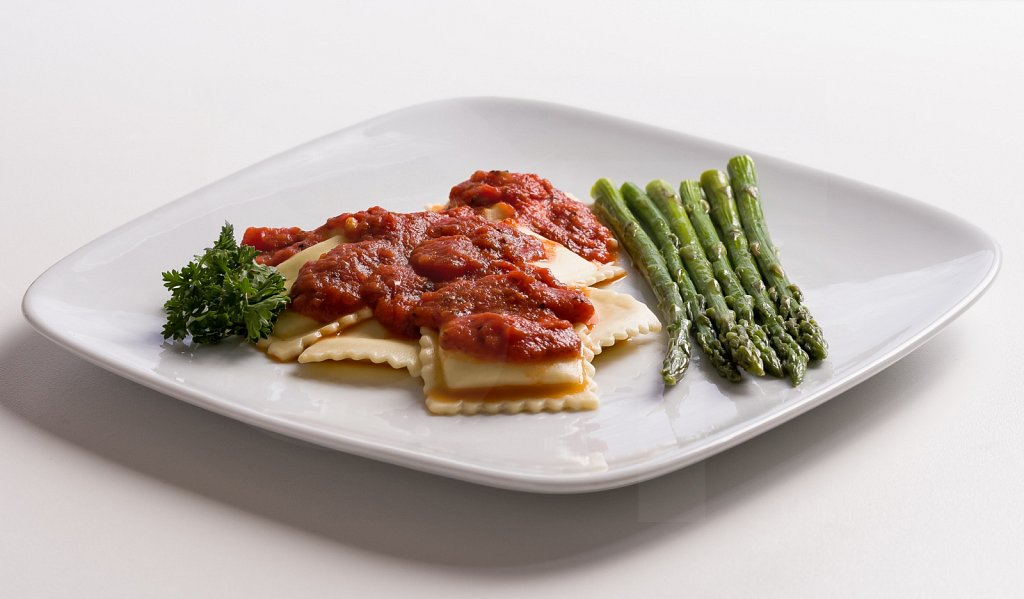 Cheese Ravioli With Asparagus